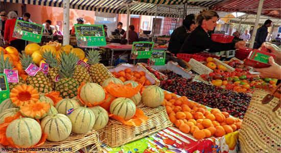 Cours Saleya dagelijks groenten- en fruitmarkt