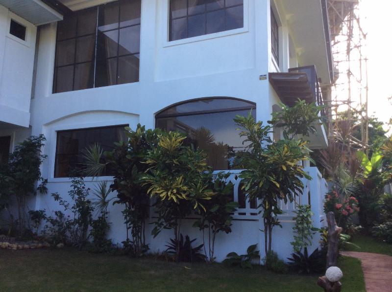 Summer Breeze Luxury Vacation Rental, location de vacances à Panay Island