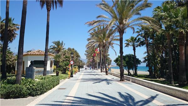 Promenade / Paseo along the beach in Estepona town