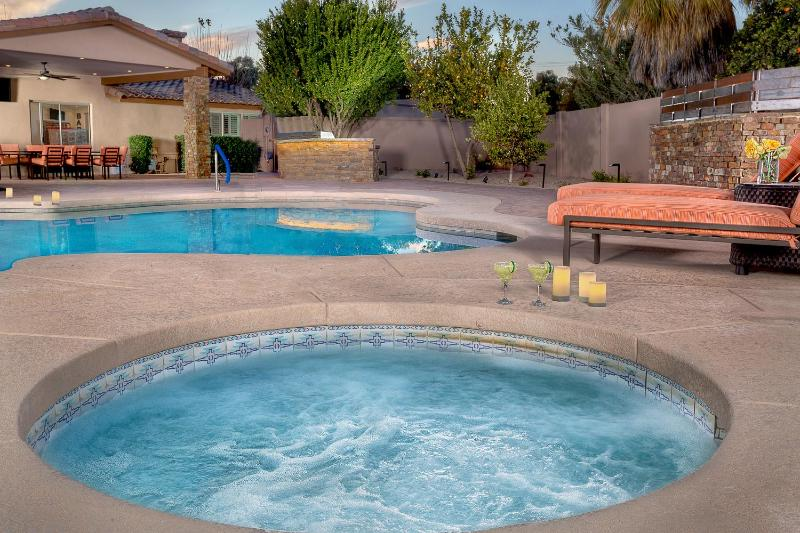 Private pool and spa, over an acre lot!