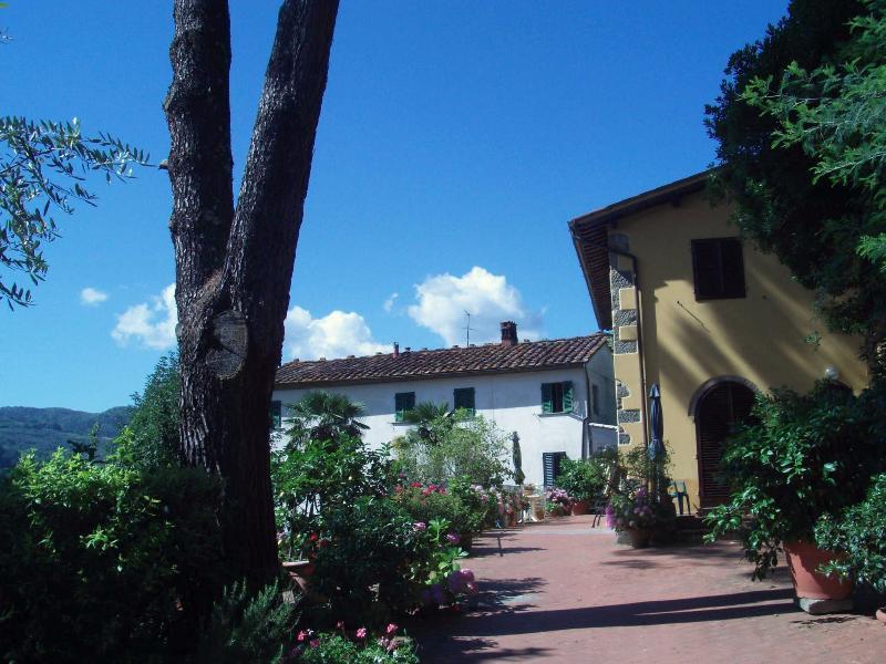 APPARTAMENTO IL CORBEZZOLO 4+2, holiday rental in Malocchio