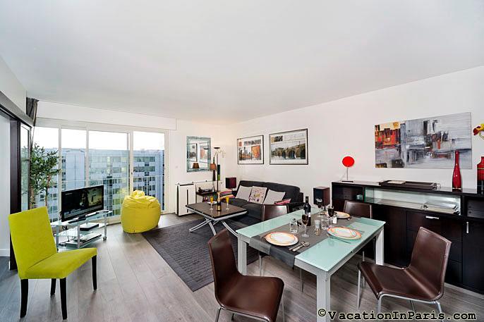 Paris Eiffel Tower One Bedroom - ID# 162, vacation rental in Aubervilliers