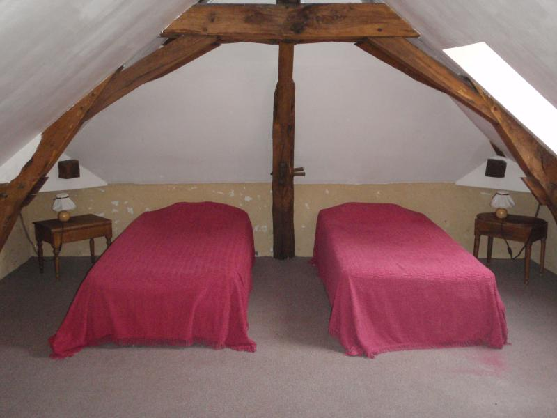 bedroom 2 upstairs, 2 single beds in the choice