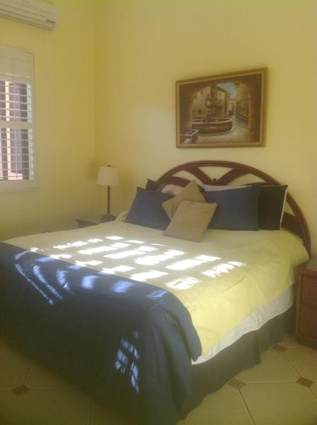 Bedroom ensuite, King bed