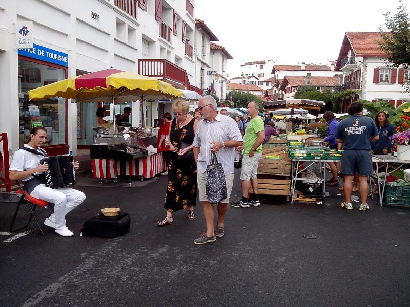 Taste local fresh products on Sunday morning at the Ciboure market