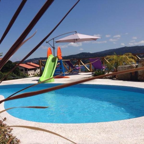playa areabrava, con terraza y piscina, holiday rental in Cangas do Morrazo