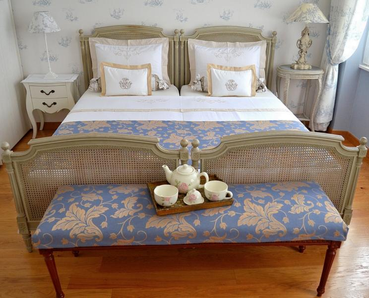 The romantic French bed can be one king size (180 cm) or two twin.