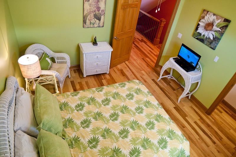 Queen Bedroom 2nd Floor