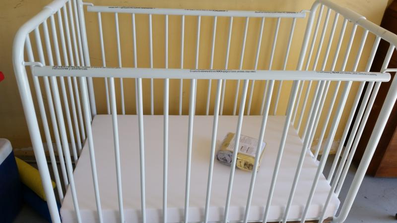 Baby Crib Available For Families with Kids