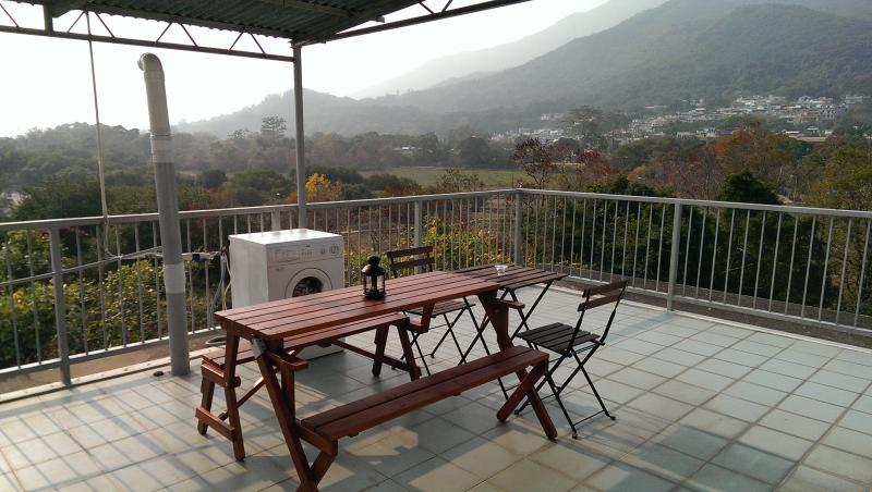 Lovely 1BR Apt With Rooftop-5 mins Walk to Beach, vacation rental in Hong Kong
