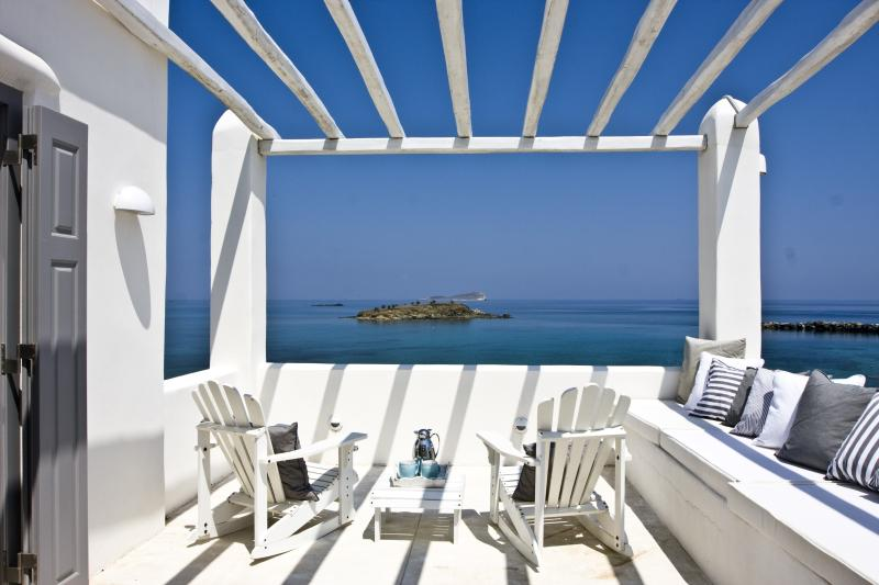 Luxurious villa in Syros Island, location de vacances à Vari