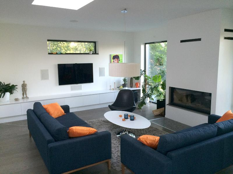 Upstair living room with TV, playstation and fireplace, 2nd floor