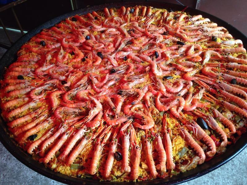 Nous sommes également traiteur en paella, possibilité de réserver et la déguster...