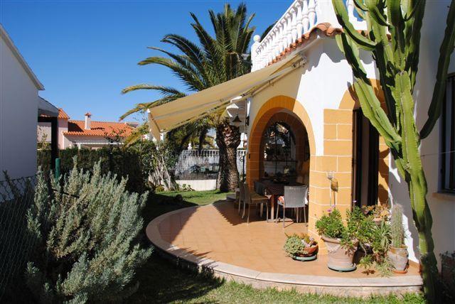 Villa acogedora y tranquila cerca del mar con wifi, vacation rental in Denia