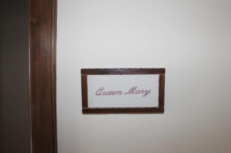 Vinia room Quin Marry