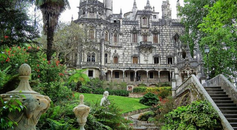Regaleira Palace (9,4 Km)