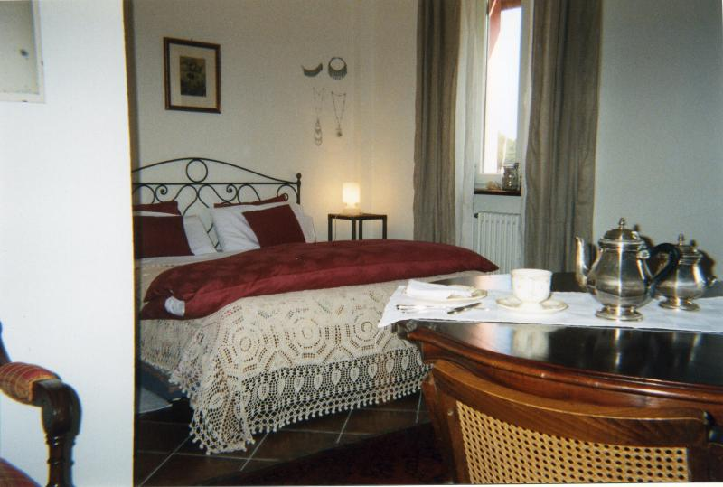 Suite matrimoniale di charme in collina torinese, vacation rental in Riva presso Chieri