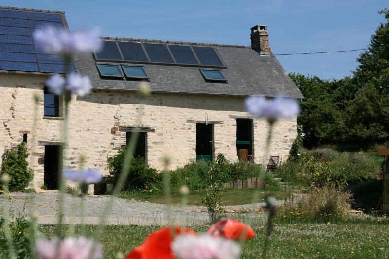 gîte ecologique, vacation rental in Val-d'Ize