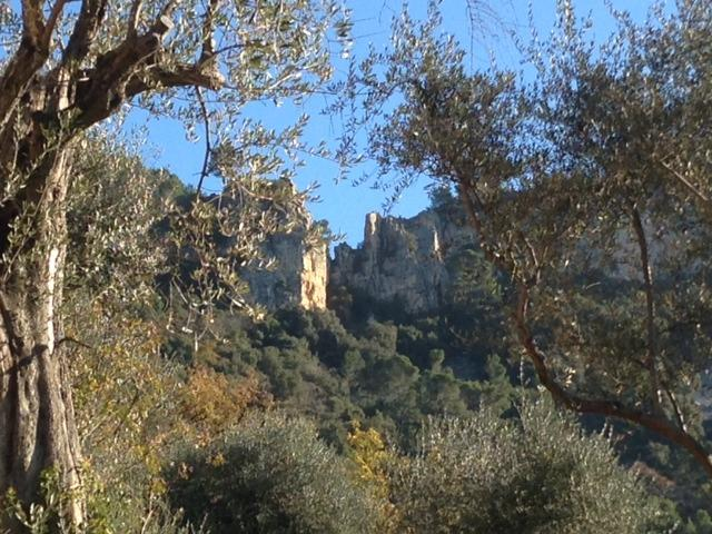 Vue sur les falaises depuis le Domaine Saint Sauveur à Grasse