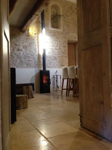 Poêle à bois ( bois fourni) Chapelle du Domaine Saint Sauveur à Grasse