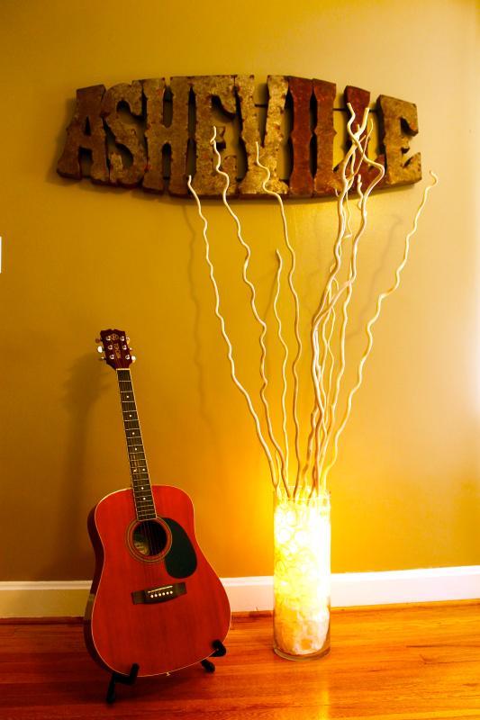 Asheville ha una melodia per tutti.  Ascolta...