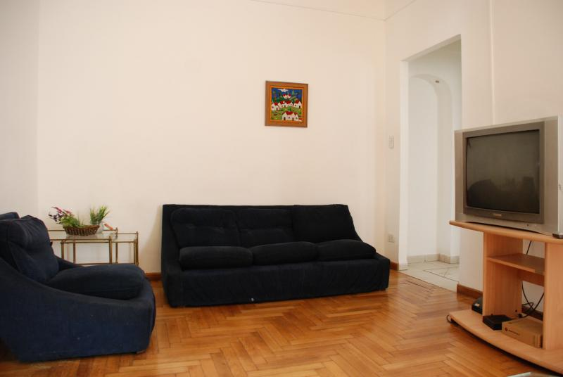 Room with Cable/TV 27 ' /WI FI and stove gas heating. Wood floor.