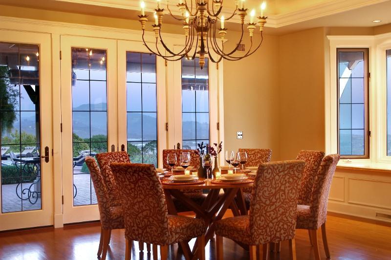 Ein romantisches Abendessen mit Blick Ecke