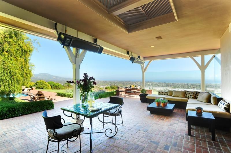 Überdachte Terrasse mit Restaurant-Stil-Heizungen