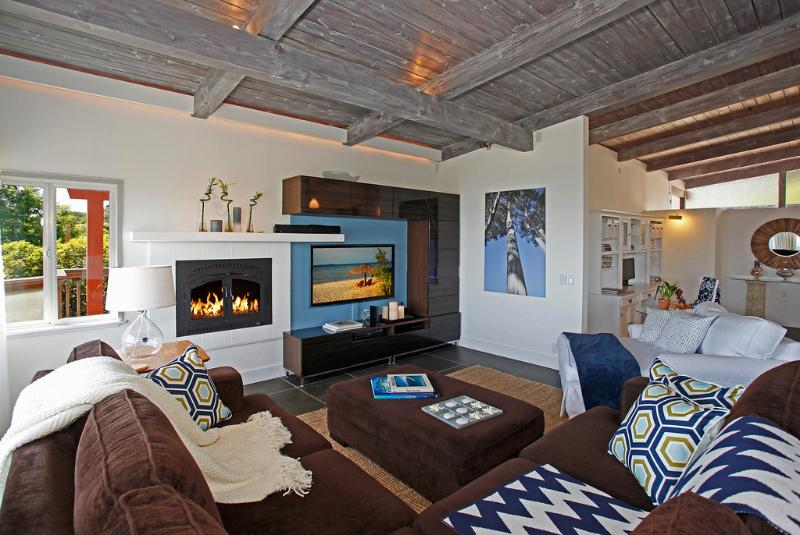 Living spaces echo natural colors of sand and surf