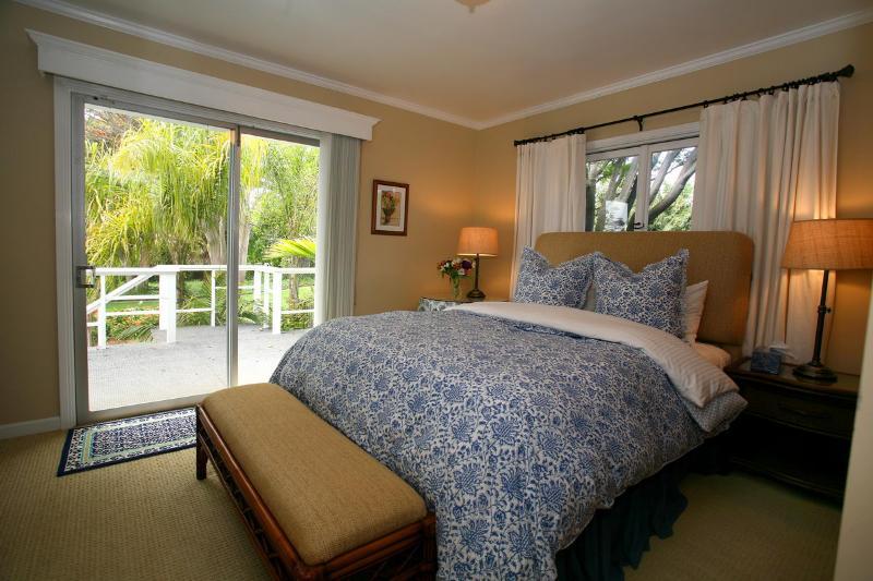 Slaapkamer # 4 w / uitzicht op de tuin