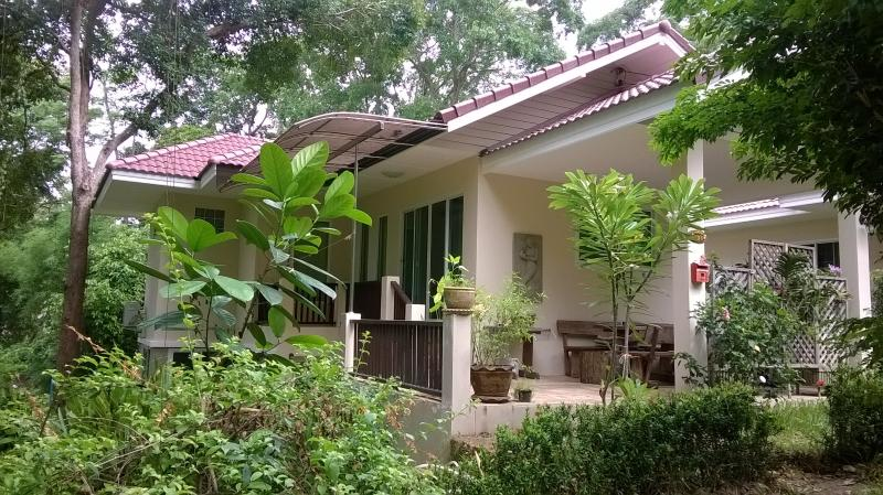 Location maison pour vacances Nature/bord de mer, holiday rental in Ban Laem Mae Phim