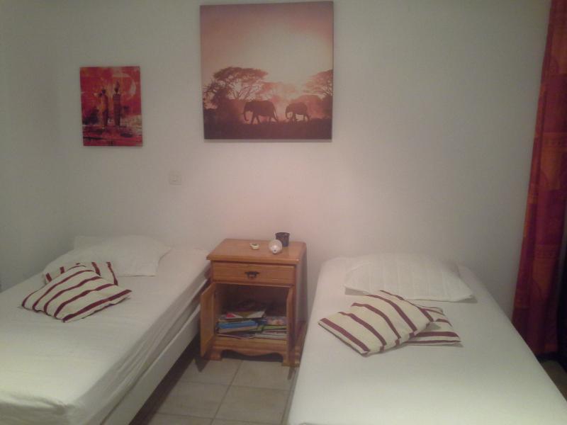 lit 180 ou 2x90 dans chambre orange