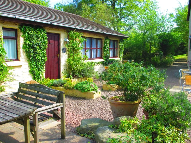 BRAMBLE COTTAGE, holiday rental in Cilgerran