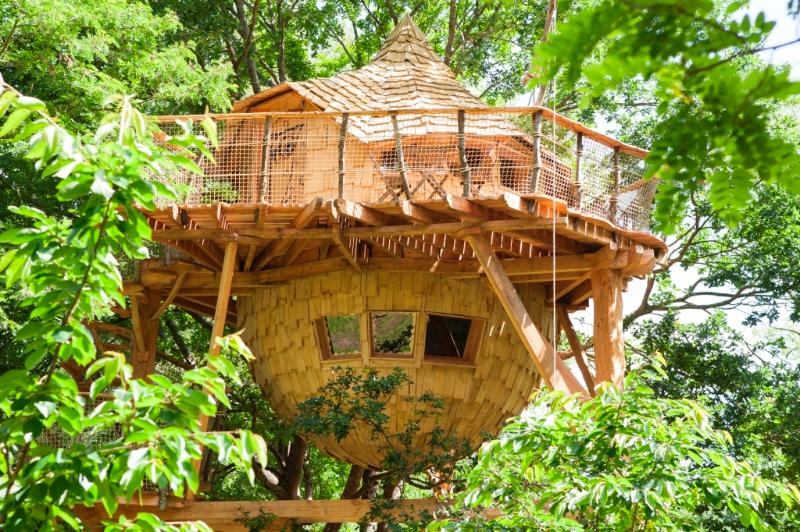 Loire Valley Cabane du Verger treehouse with SPA, holiday rental in Langeais