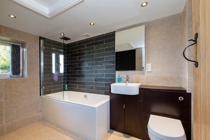 Alta tecnología baño moderno y toallero térmico con almacenamiento equipada