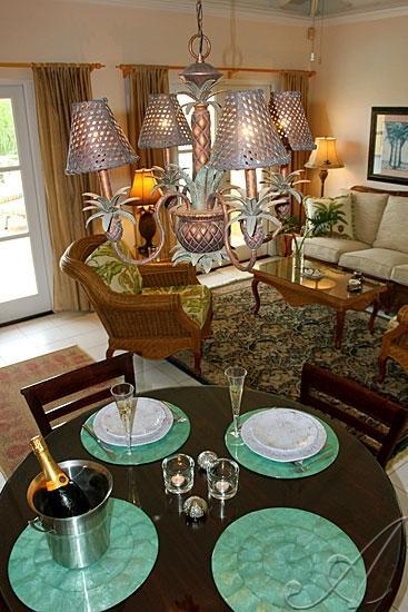 Elija el elegante comedor interior o al aire libre, salir a cenar en la terraza