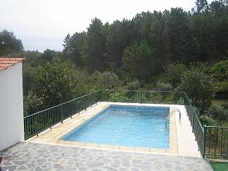 Beautiful renovated villa with private pool & view, aluguéis de temporada em Distrito de Leiria