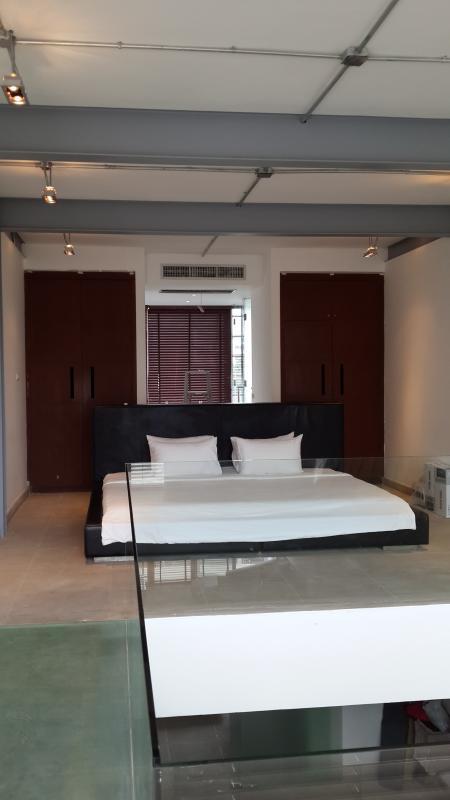 Master Bedroom, 8foot wide Emperor bed !