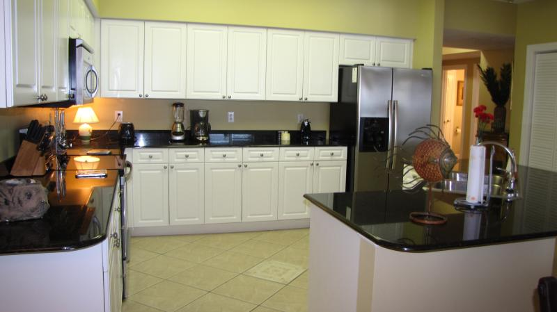A second view of the kitchen, equipped with everything you need to cook