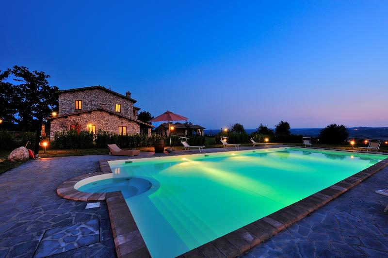 Apartment with swimming pool around Orvieto, holiday rental in Baschi