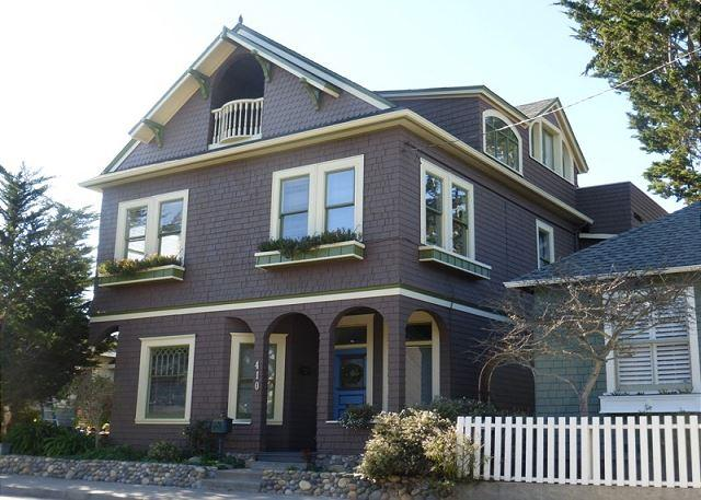 Welcome to the 'The Seventeenth Street House'! Stunning 1907 home - completely restored!  Great for families and groups.