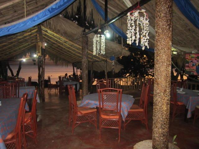 Marlyn Restaurant à La Isabela - coucher de soleil sur l'océan en arrière-plan