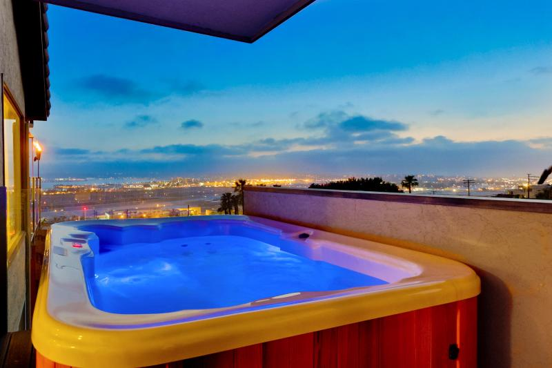 Jacuzzi with views of the harbor