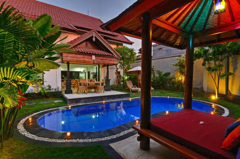 Crystal clear pool, relaxing gazebo, beautiful gardens