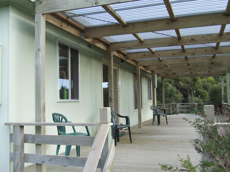 Bushland Retreat Cottage with large deck to relax & enjoy natural surroundings.
