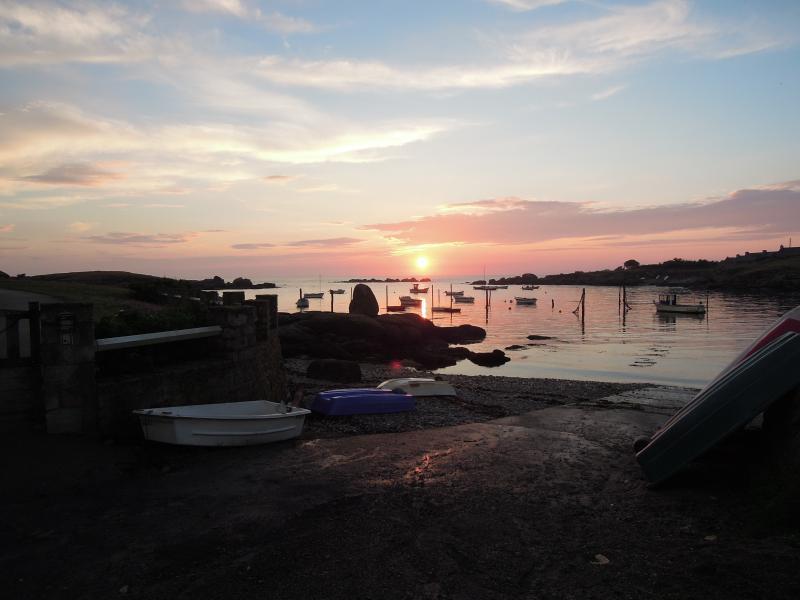 Coucher de soleil sur le port de Mazou à Porspoder sur le GR34