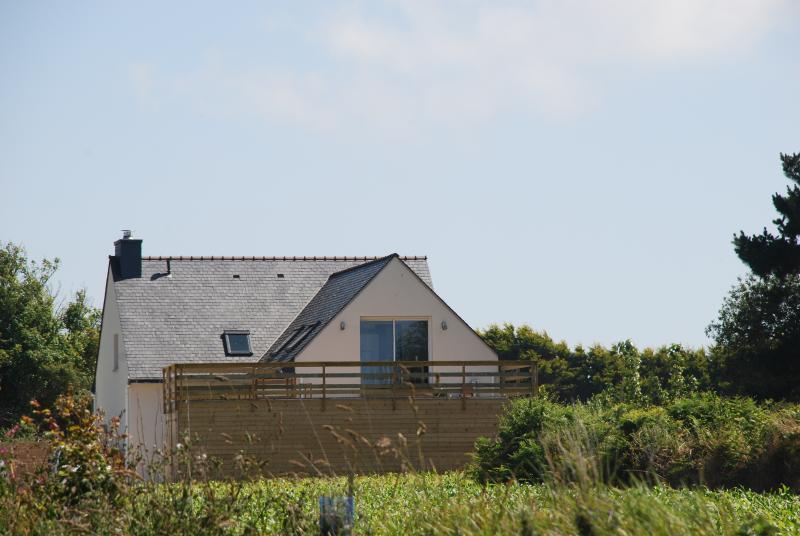 Vue extérieure de la maison. Respirez ! Vous êtes en Bretagne.