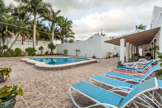 Casa Jen — Large 5BR House, One Block To Ocean, Huge Pool, vacation rental in Cozumel