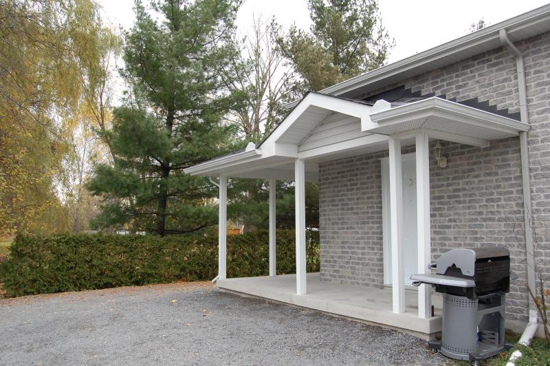 Available Now! ***Ottawa East - Orleans, holiday rental in Ottawa
