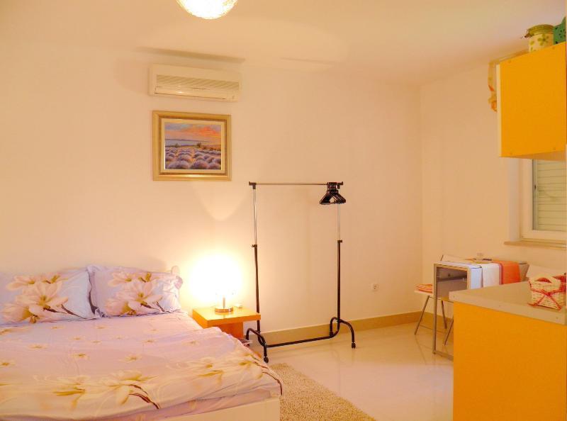 Studio apartment 02 Mediterannean boat Apartmani Noa Funtana